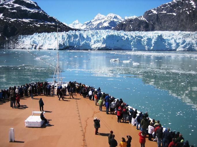 Cruise-ship-approaches...e-Glacier-Alaska